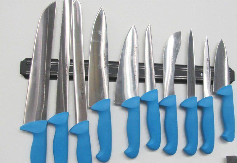 Ножи Аркос 2900 на выставке синие
